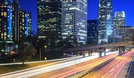Circulation et lumières dans la ville photo libre de droits