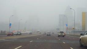 Circulation routière sur les rues d'Astana clips vidéos