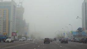 Circulation routière sur les rues d'Astana banque de vidéos