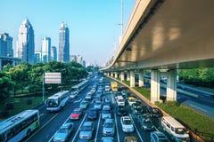 Circulation urbaine dans le matin Photographie stock libre de droits