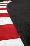 Circulez en voiture la restriction d'asphalte de course sur le circuit de rue du Monaco Grand prix images stock