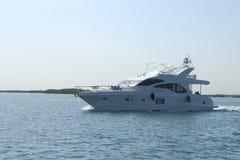 Circulez en voiture le yacht Image libre de droits