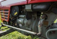Circulez en voiture les détails du petit mini tracteur rouge photographie stock libre de droits