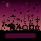 Circus Carnaval die bij nacht reizen Stock Foto