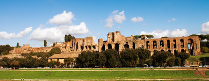 Circus Maximus: ancient Roman stadium, the Palatine hill - Circo Stock Photos