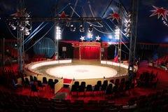 Circusgebied binnen Grote Hoogste Tent Stock Foto's