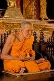 Cirez la sculpture en moine dans le temple bouddhiste en Chiang Mai, Thaïlande photographie stock