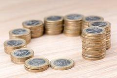 Cirkel av mynt som i storlek ökar Arkivfoto