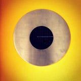 Cirkel op een gele achtergrond Stock Afbeelding