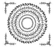 Cirkel uitstekende bloemenhand getrokken kaders Stock Foto