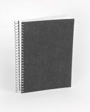 Cirkelanteckningsbok med den svarta räkningen på vit bakgrund arkivfoto