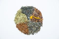 Cirkeldiagram met droge theebladen wordt gemaakt dat royalty-vrije stock foto