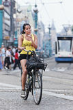 Cirkelend meisje in Amsterdam Royalty-vrije Stock Foto's