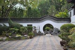 Cirkelingång av kinesträdgården i Hong Kong royaltyfri foto