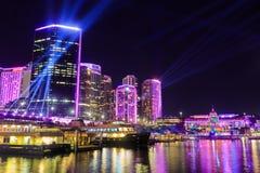 Cirkelkade Sydney, Australië, omhoog het festival dat voor van 'Levendig Sydney 'wordt aangestoken royalty-vrije stock fotografie