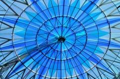 Cirkelkoepel in blauwe tonaliteit Stock Fotografie