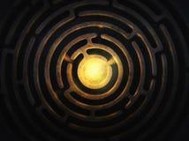 Cirkellabyrint met een helder licht in het centrum royalty-vrije stock afbeeldingen