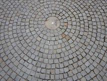 Cirkelmodell som göras av kullerstentrottoar Royaltyfri Bild