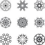 Cirkeln snör åt prydnaden, den dekorativa geometriska doilymodellen för rundan, julsnöflingagarnering, rundaprydnadmodellen, tapp Arkivbild