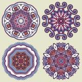 Cirkelprydnaden, den dekorativa rundan snör åt samlingen Arkivfoton
