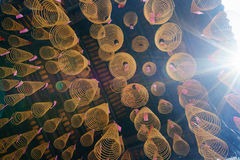Cirkelrökelsehängning på taket med solsken Fotografering för Bildbyråer