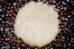 Cirkelramen av kaffebönor Royaltyfria Foton