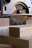 Cirkelzaag en hout Stock Fotografie