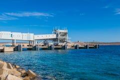 Cirkewwa Malta - Maj 8, 2017: Konstruktion av den Cirkewwa färjaterminalen Royaltyfria Bilder
