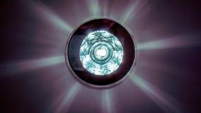 Cirkla den lyxiga ljuskronan med stjärnareflexion på mörkt tak Arkivfoto