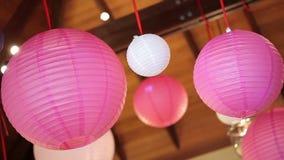 Cirkla kinesiskt hängande svänga för pappers- lykta med vinden arkivfilmer