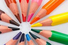 cirkla trekantiga färgblyertspennor Arkivbilder