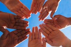 Cirklar av händer Royaltyfria Foton