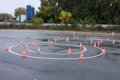 Cirklar med orange chiper för utbildning av övningen åtta för att passera Royaltyfria Foton