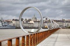 Cirklar på invallning av floden Loire i Nantes Arkivbild