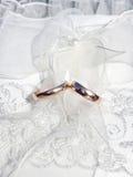cirklar två som gifta sig Arkivfoto
