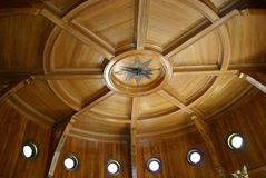 Cirkulärrum med kompasset Royaltyfri Bild