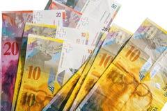 Cirkulerad schweizisk francvaluta på vit Royaltyfri Bild