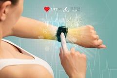 Cirkulering och smartwatchbegrepp arkivfoto