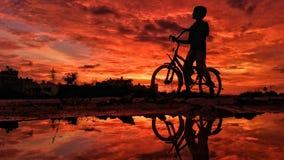 Cirkulering och solnedgången arkivfoton