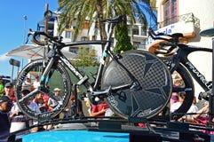 Cirkulering som springer Chris Froome TT cyklar arkivfoton