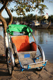 Cirkuleringsrickshaw en mänsklig driven transport i Asien Royaltyfri Fotografi