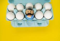 cirkus Begreppet av påsken med gulliga och gladlynta handgjorda ägg Royaltyfri Foto