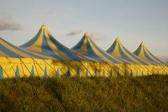 Cirkus en ciudad Imagenes de archivo