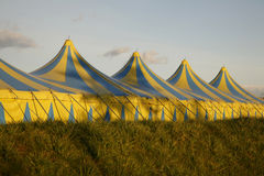 Cirkus in stad Stock Afbeeldingen