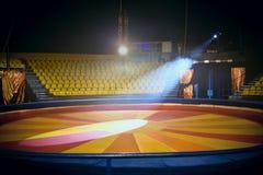 Cirkuscirkel och stolar för folk royaltyfria foton