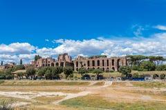 Cirkusen Maximus är den äldsta och mest grandest sportarenan i forntida Rome royaltyfri fotografi