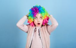 Cirkusskolabegrepp Agera skola f?r barn Framkalla den tillf?rordnade talangen in i karri?r Konstn?rlig unge?vning f?r flicka royaltyfria foton