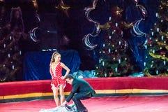 Cirkusstjärnor utför fokusen klär ups Fotografering för Bildbyråer