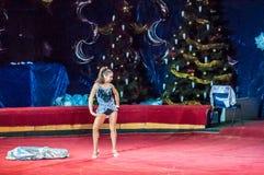 Cirkusstjärnor utför fokusen klär ups Royaltyfria Bilder