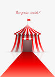 Cirkustält och röd matta stock illustrationer